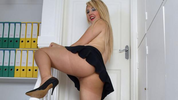 Pantyhosed4u.com- Gallery:Katie Kay - Clubber confessions...