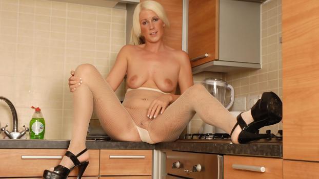 Pantyhosed4u.com- Gallery:Krystal Niles - Kitchen Kapers