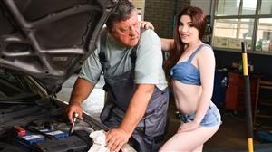 21sextreme-20-09-15-mia-evans-and-eddie-lovely-little-helper.jpg