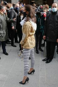 alicia-vikander-arriving-at-the-louis-vuitton-show-in-paris-08.jpg