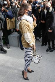 alicia-vikander-arriving-at-the-louis-vuitton-show-in-paris-09.jpg