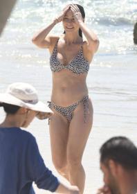 lisa-hyde-bikini-candids-at-bronte-beach-06.jpg
