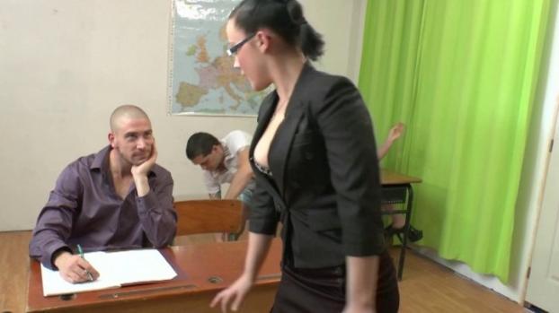 Lafranceapoil.com- Un cours d_education sexuelle tourne a l_orgie