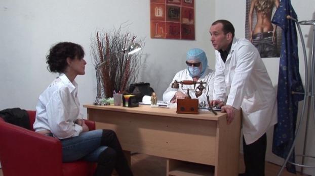 Lafranceapoil.com- Joyce mature nymphomane auscultee par deux gynecos pervers