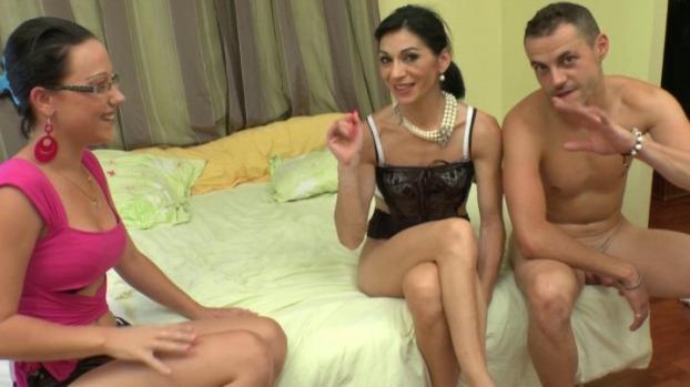 Lafranceapoil.com- Une mature bcbg decouvre le fist dans une chambre d_hotel