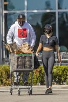 miley-cyrus-grocery-shopping-candids-04.jpg