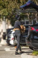 miley-cyrus-grocery-shopping-candids-05.jpg