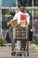 miley-cyrus-grocery-shopping-candids-09.jpg