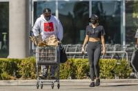 miley-cyrus-grocery-shopping-candids-37.jpg