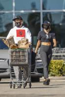 miley-cyrus-grocery-shopping-candids-47.jpg
