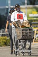 miley-cyrus-grocery-shopping-candids-51.jpg