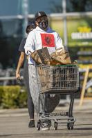 miley-cyrus-grocery-shopping-candids-72.jpg