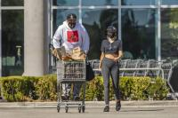 miley-cyrus-grocery-shopping-candids-96.jpg