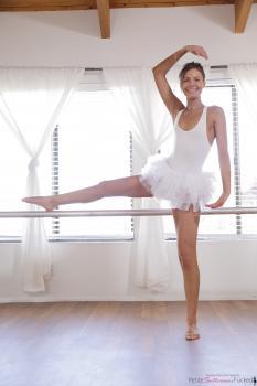 https://t46.pixhost.to/thumbs/387/167740291_petite_ballerina_creampie_001.jpg