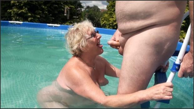 Fetish porn- Playing in The Pool