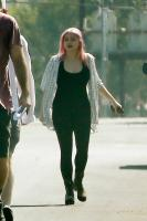 ariel-winter-walk-with-friends-in-los-angeles-04.jpg